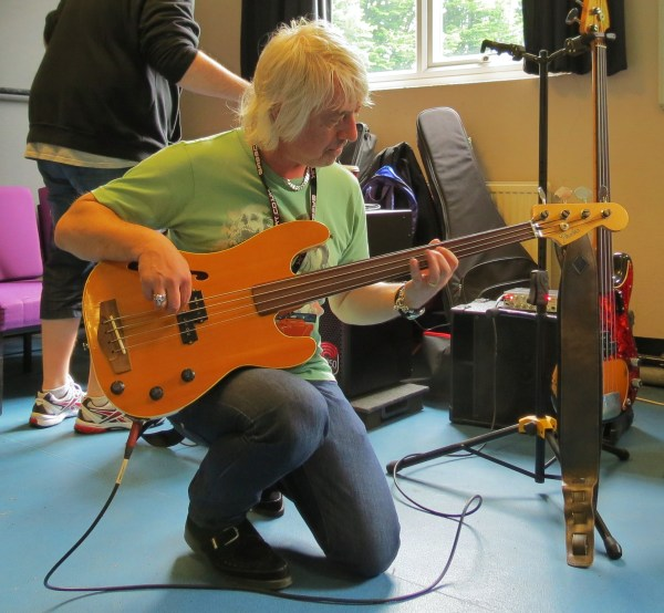 Clarky with f-hole fretless P