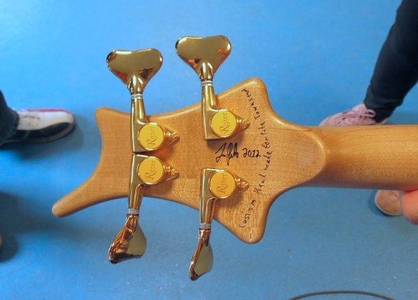 back-of-the-ritter's headstock