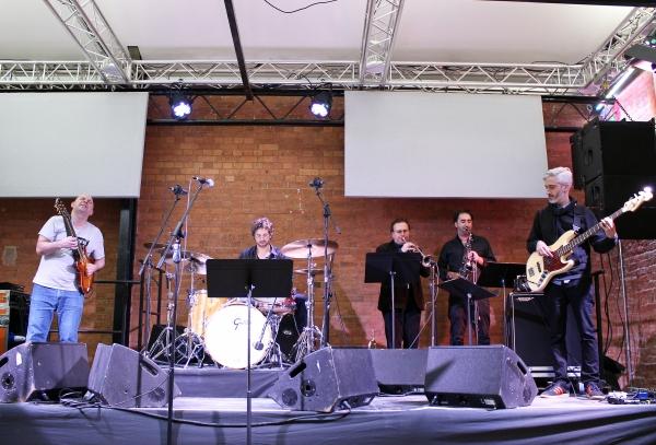 Band (17)